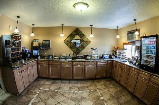 Fargo Inn & Suites: FREE Breakfast