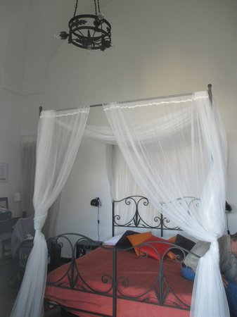 B&B Volver Lecce : soaring ceilings and antique furniture