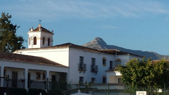 Globales Cortijo Blanco: Looking out over the hotel