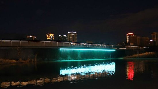 Birmingham's Railroad Park: Water attraction at night
