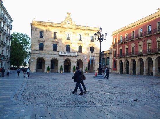 Hotel Principe de Asturias: Ayuntamiento. Gijon