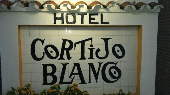 Globales Cortijo Blanco Hotel : Hotel sign