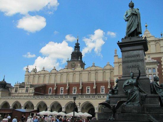 Krakow Free Walking Tour: The Cloth Market