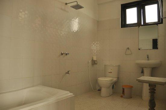 Aquarius Inn: Bathroom