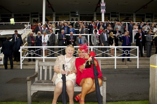 Τσέστερ, UK: chester races