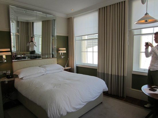 Great Northern Hotel, A Tribute Portfolio Hotel: Our light and airy corner room
