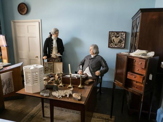 Erasmus Darwin House: Josiah Wedgwood and Erasmus Darwin in discussion. You can listen in to their conversations.
