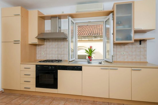 Apartments Santo: kitchen
