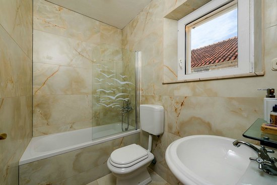 Apartments Santo: bathroom