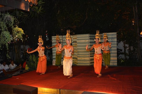 Belmond La Résidence d'Angkor : Typical Dance in the restaurant