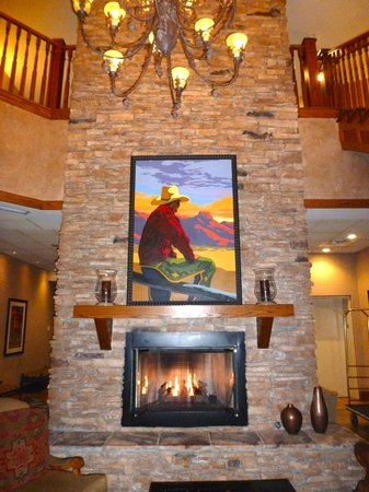 The Golden Hotel, an Ascend Collection hotel: Cozy fire place at the lobby