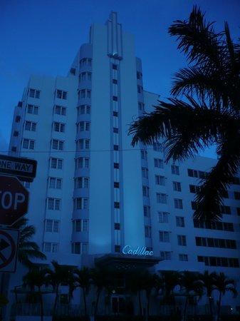 Courtyard Cadillac Miami Beach/Oceanfront: frente del hotel