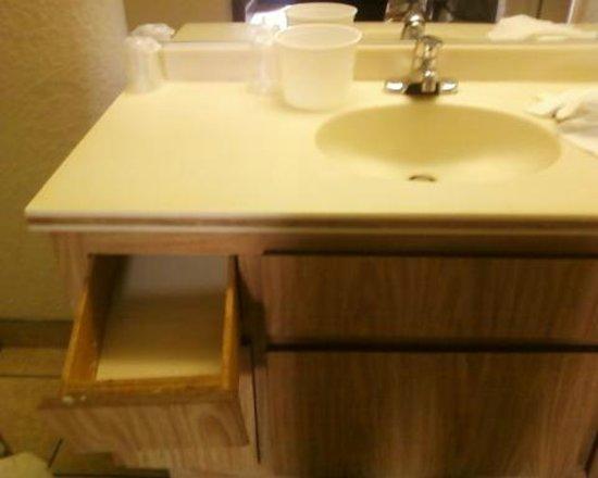Motel 6 Hemet : floppy drawer