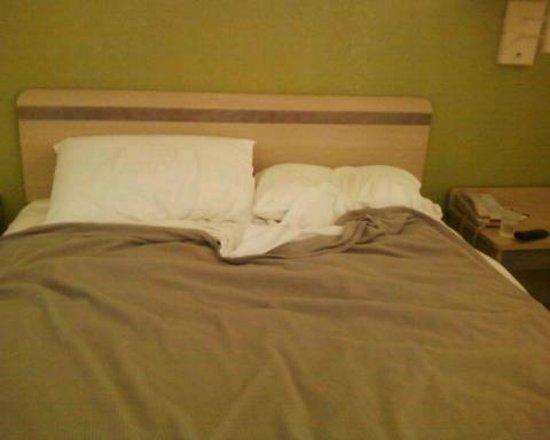 Motel 6 Hemet: double bed not Queen