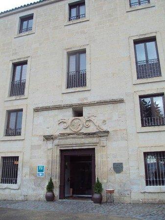 Parador de Cuenca : Fachada principal y entrada.