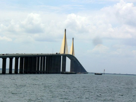 New sunshine skyway bridge from fish pier old bridge for Sunshine skyway fishing pier