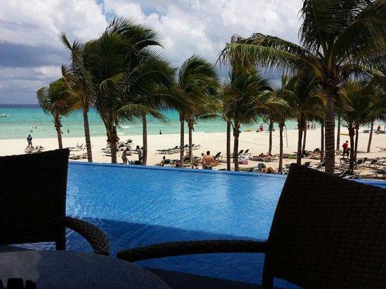 Hotel Riu Yucatan: Hermosa vista desde el bar!