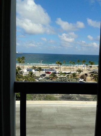 Bahia Mar Fort Lauderdale Beach - a Doubletree by Hilton Hotel: Vista da janela do quarto