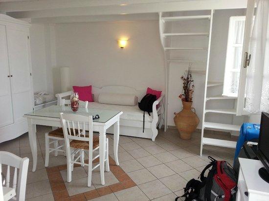 Reverie Santorini Hotel: Soggiorno suite 2