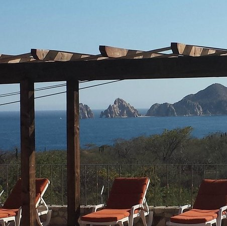 Sunrock Hotel & Residences: You can see El Arco de Cabo from our room