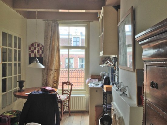 B&B Herengracht 21: kitchen area