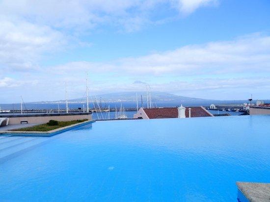 Azoris Faial Garden Resort Hotel: Vista para o Pico