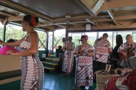 Fern Grotto : Entertainment on the river cruise