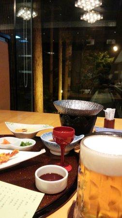 Kirishima Hotel: レストランの席からの百年過ぎ(ちょっと角度がよくありませんが)