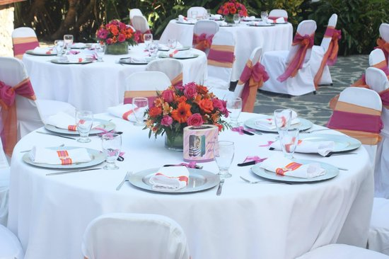 Coral Costa Caribe Resort & Spa: Dinner tables