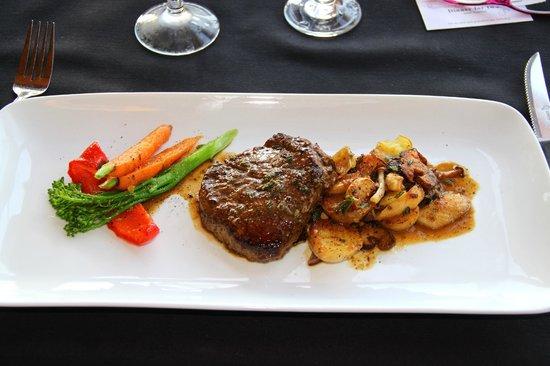 West Coast Wilderness Lodge : super-delicious steak dinner