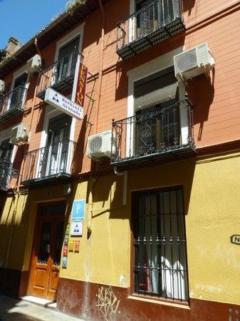 Barbieri Granada Hostel: Frente del hostel
