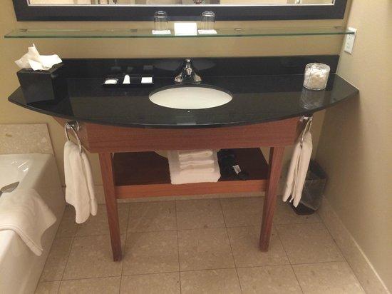 River's Edge Hotel & Spa: bathroom sink
