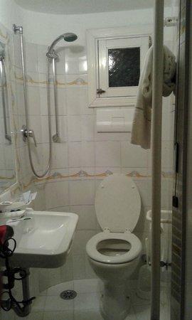 Holidays Baia D'Amalfi: Baño para bañarse sentado en el inodoro
