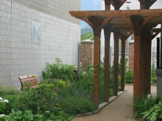 Revelstoke Museum: A beautiful view of our Heritage Garden outside the museum