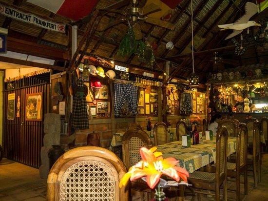 Charly's Bar & Restaurant : Inside
