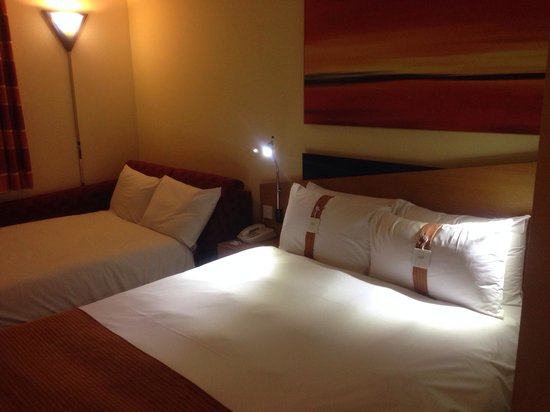 Holiday Inn Express Exeter: Quad Bed