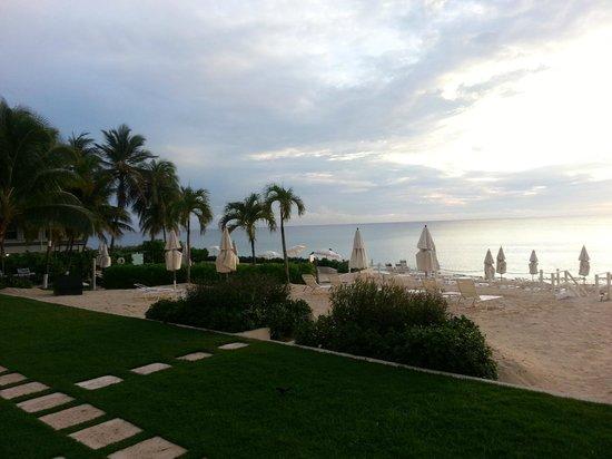 South Bay Beach Club: beach