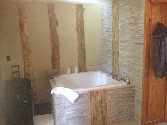 Cottage Inn: Japanese Soaking Tub in room