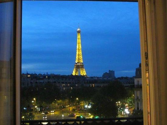 Hotel Splendid Tour Eiffel : Le Tour at night