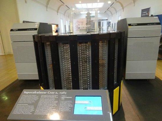 Musée des arts et métiers : Cray 2 supercomputer