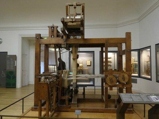 Musée des arts et métiers : 1748 weaving loom