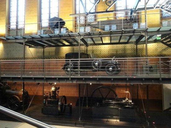 Musée des arts et métiers : several old cars