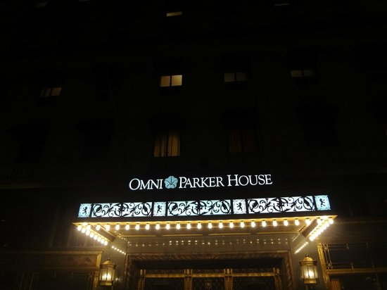 Omni Parker House: Front of hotel in the evening