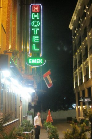 Hotel Emek: Вход