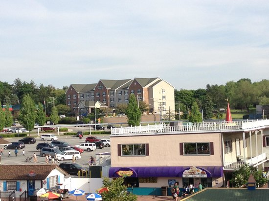 Country Inn & Suites By Carlson, Lancaster (Amish Country): Hotel from DW SkyWay Ride