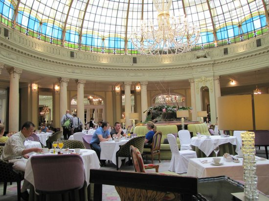 The Westin Palace Madrid: Another view of the beautiful glass come.