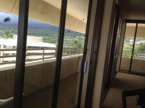 Royal Kona Resort : wrap around balcony