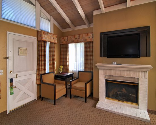 Comfort Inn Carmel By The Sea : King Fireplace Suite