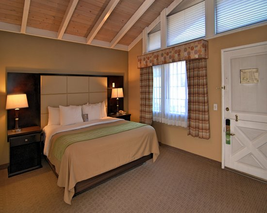 Comfort Inn Carmel By The Sea : Kig Fireplace Suite