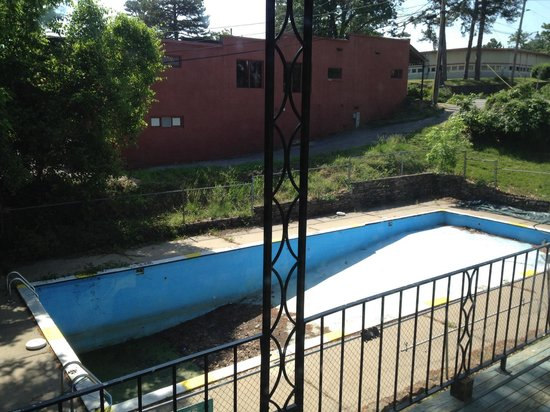 The Joy Motel : First pool in Eureka closed indefinitely.